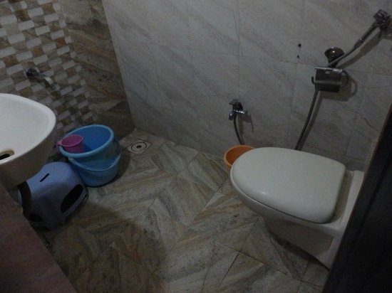 Safari Hotel & Resort : The bathroom