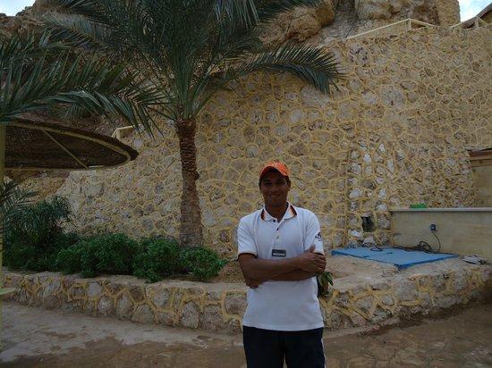 Dreams Beach Resort: Это Махмуд. Замечательный смотритель моего любимого уголка на пляже