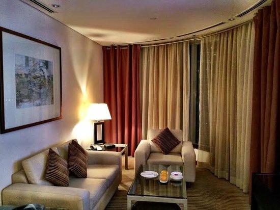 Grosvenor House Dubai : Deluxe Suite Living Room