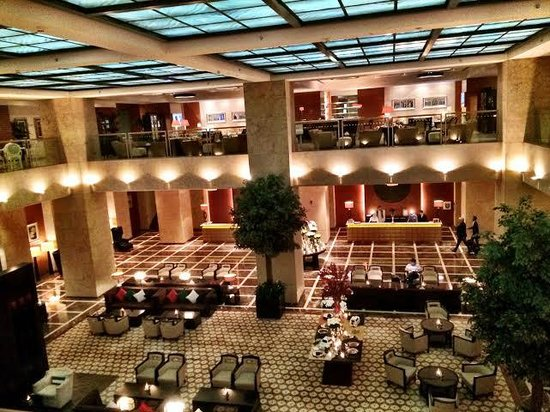 Grosvenor House Dubai : View from Sloan's Restaurant looking out into the lobby