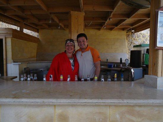 Dreams Beach Resort : Это я и Эхаб-Самый лучший бармен огромного пляжа Бич Дримз !!!