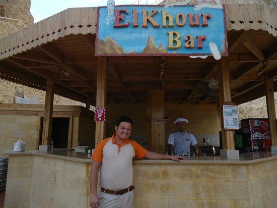 Dreams Beach Resort : Эхаб-Самый лучший бармен огромного пляжа Бич Дримз !!!
