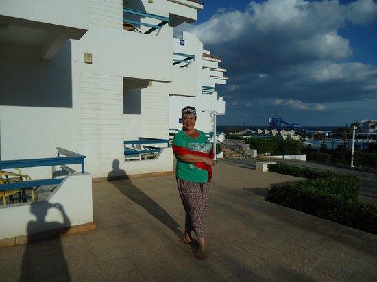 Dreams Beach Resort: Я возле своего замечательного корпуса № 17