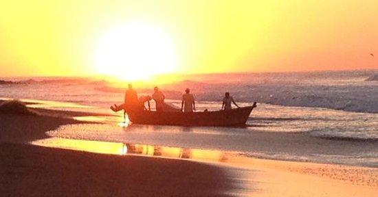 Mizata Point Resort : Beach at sunrise