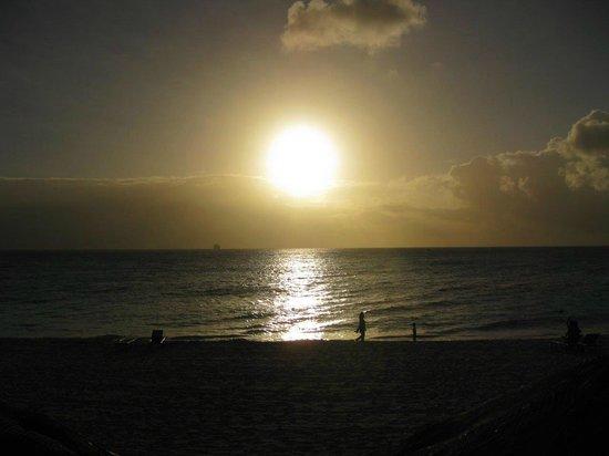 Tamarijn Aruba All Inclusive : Sun beginning to go down