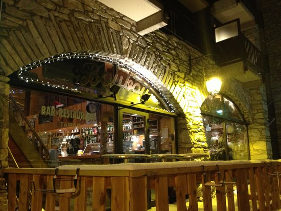 BouBou Bar : A good place for a glass of wine and small snacks after skiing