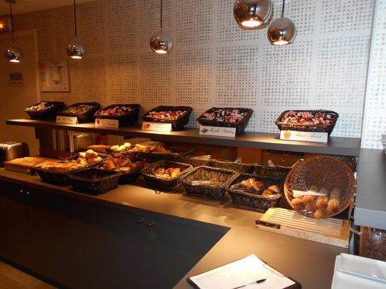 Timhotel Opera Madeleine: 朝食のパン