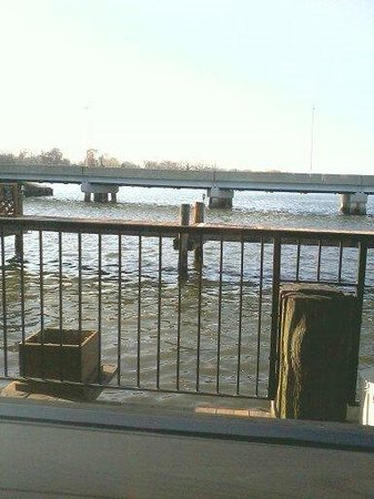 Mike's Restaurant & Crab House: seating wth a view