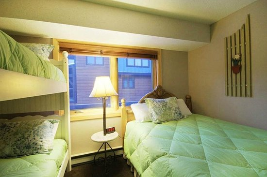 Winterpoint Townhouses: Bunk Room 1