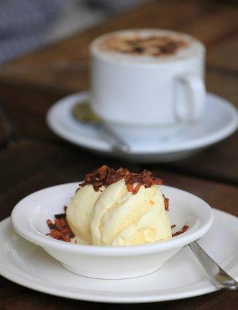 La Maison Creole Eureka: Coffee and Ice