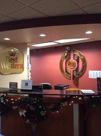BEST WESTERN Plus Evergreen Inn & Suites: front desk
