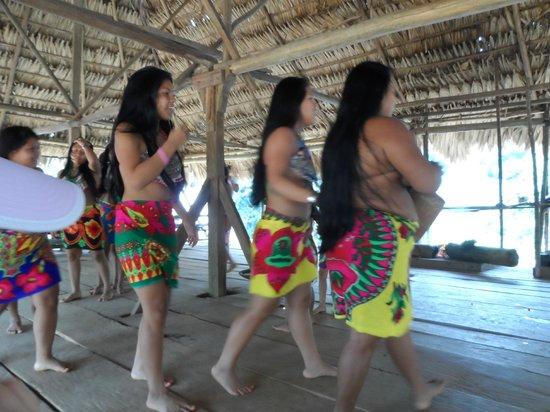 Rio Gatun, ปานามา: Embera dance