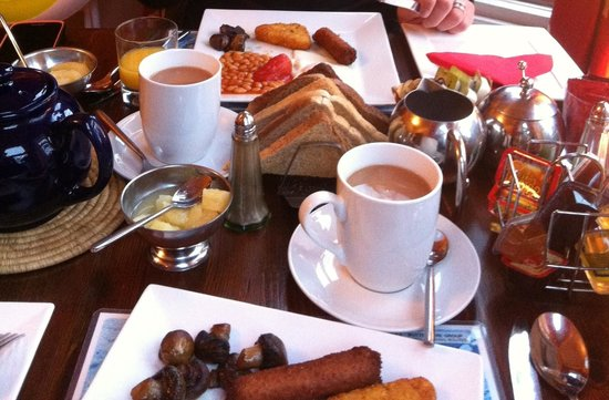 The traditional English breakfast at Squirrel Lodge