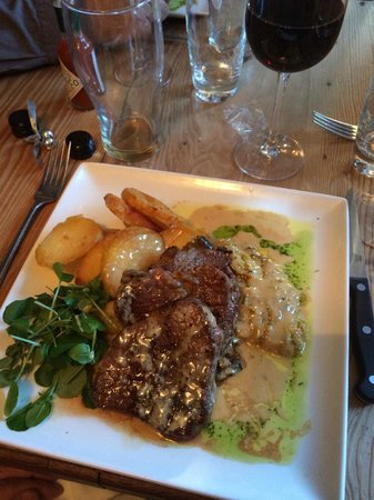 The Crown Inn: Medallions of fillet beef with mushroom duxelle - delicious!!