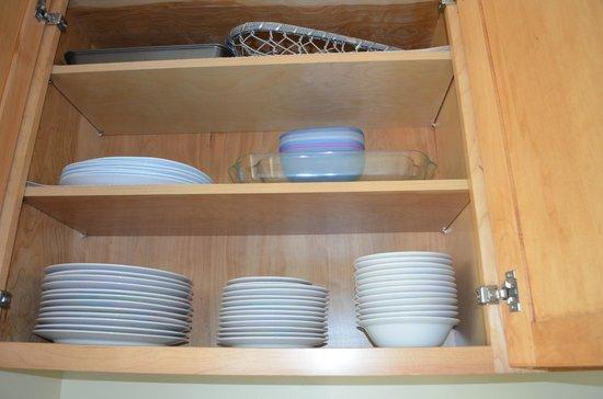 Noelani Condominium Resort: kitchen cabinets