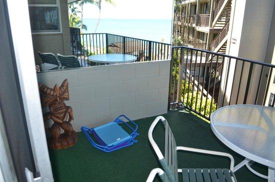 Noelani Condominium Resort: beach chairs provided .
