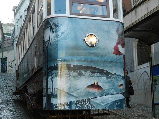 Tram 28: Weihnachtliche Tram im Dez. 2013