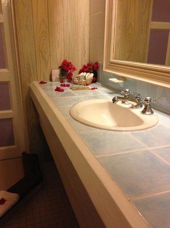 Cocobay Resort : Bathroom upon arrival