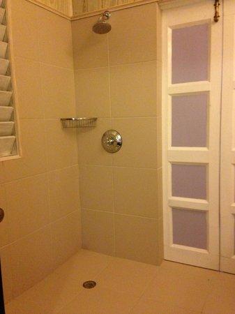 Cocobay Resort : Open shower in the room