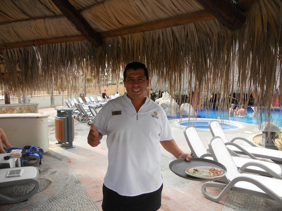 Sandos Finisterra Los Cabos: Lorenzo our waiter