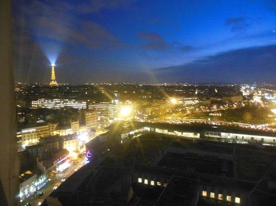 Hyatt Regency Paris Étoile: Vista lato sinistro
