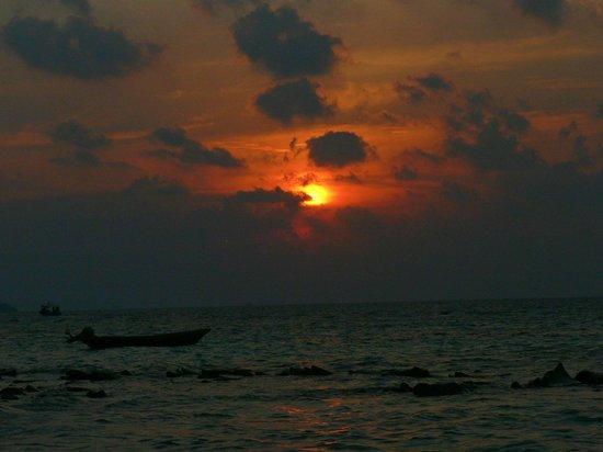Kaani Beach Hotel: sunset