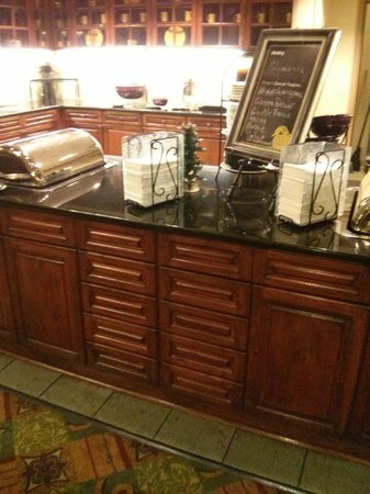 Homewood Suites by Hilton Richmond-West End: quaint evening buffet