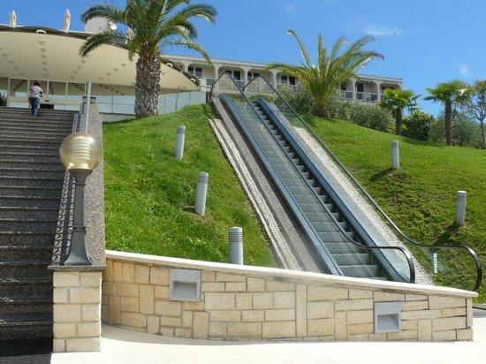 Laguna Istra Hotel: Подъем к главному входу