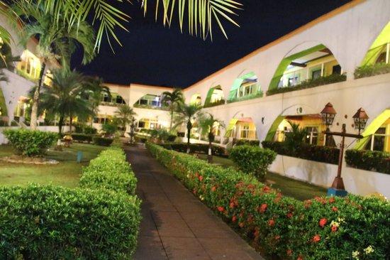 La Hacienda : Garden in the middle