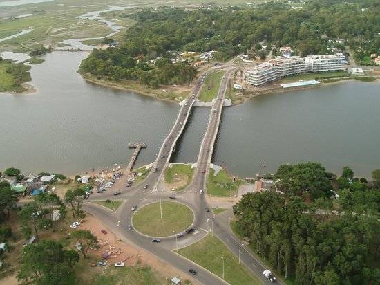 Excellence Turismo Day Tours: Puente ondulante de la Barra de Maldonado