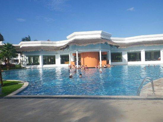 Grand Sunset Princess All Suites Resort : piscine