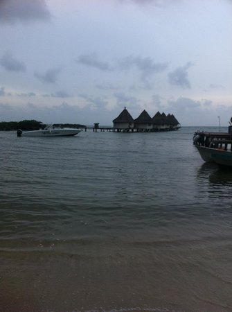 Coral Lodge: View from the beach of the bungalows