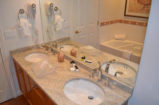 Manteo Resort - Waterfront Hotel & Villas : Master bathroom