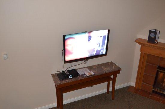 Manteo Resort - Waterfront Hotel & Villas : Flat screen TV