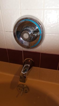 Crowne Plaza Portland Lake Oswego : Any way to turned the dial, no water came out.