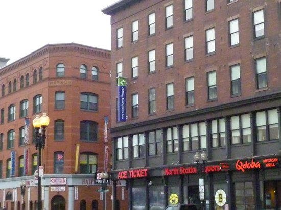Holiday Inn Express Hotel & Suites Boston Garden: Hotel from Causeway Ave