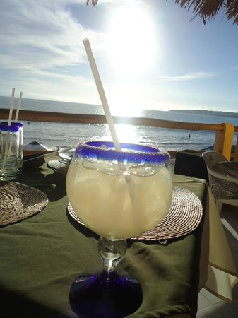 Breakers Restaurant and Beach Bar: Margarita and a view