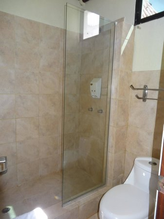The Eco Hotel Arena Blanca: shower