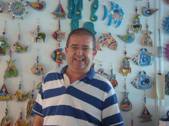 Atlantique Holiday Club: le monsieur sympa dans son magasin dans le parc de l'hôtel