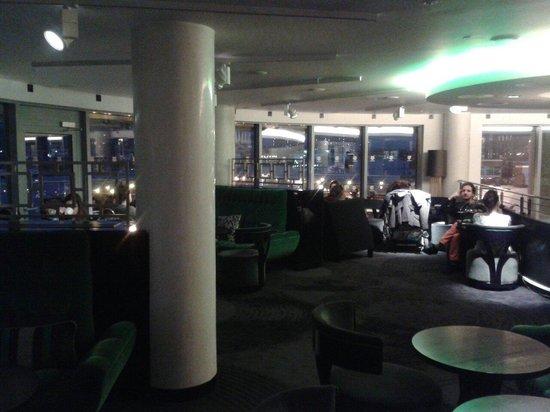 Crowne Plaza London - Battersea : Bar Area