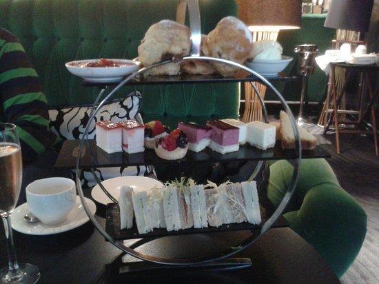 Crowne Plaza London - Battersea : Wonderful Afternoon Tea Delights