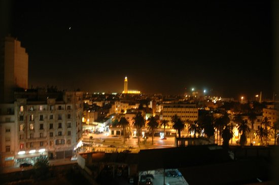 Royal Mansour Casablanca: Вид из номера на мечеть Hassan ночью