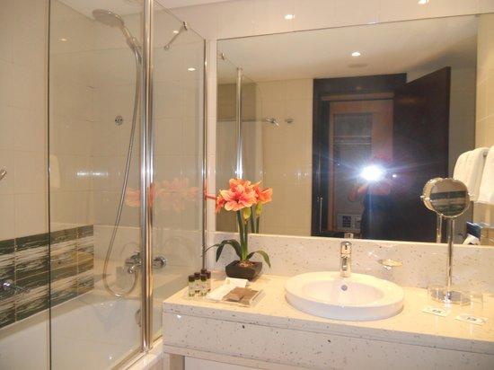 SANA Lisboa Hotel: il bagno