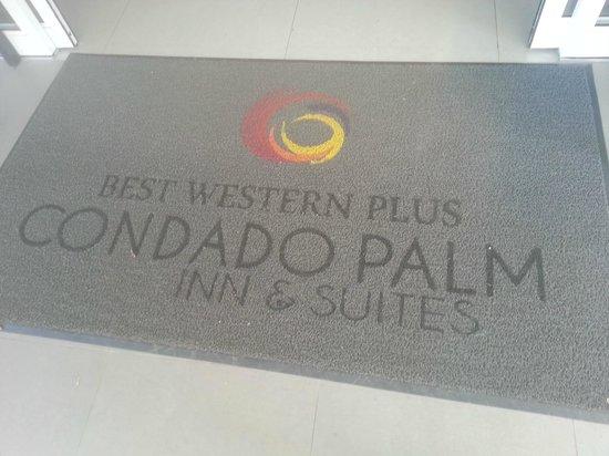 Best Western Plus Condado Palm Inn & Suites : The entranceway