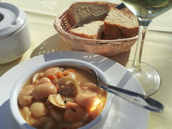 La Taberna de Tito Juan: Clams, prawns, butterbeans and garlic tapa.