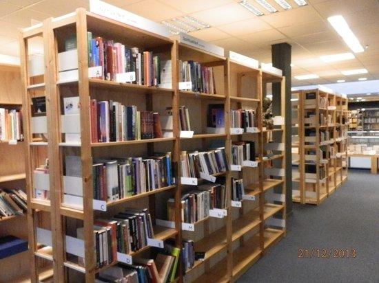 Polare: Bigger, brighter, better - sooo mmany books!!!