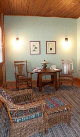 Roycroft Inn: The other half of the bedroom
