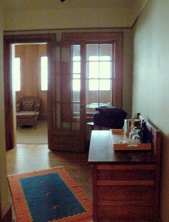 Roycroft Inn: Vestibule with wardrobe and sideboard.