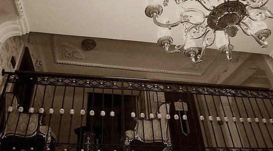 Amber Hotel: the lobby
