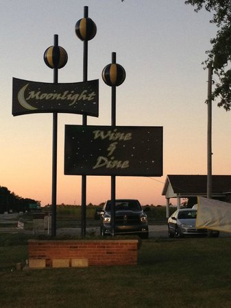 Moonlight Wine & Dine: Sign
